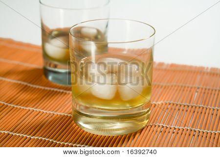 Whisky Glas mit Eis