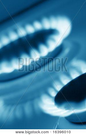 Dois bicos de fogão (em tons de azul)