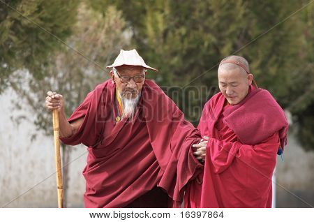 Tibetan monks in Tashilhunpo monastery