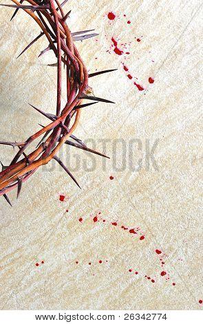 Corona de espinas con sangre sobre fondo Grunge