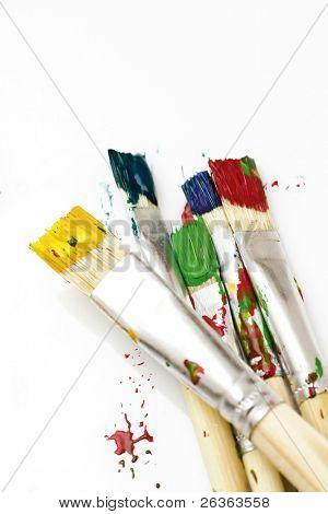 usados pincéis de cores diferentes