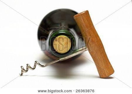 sacacorchos y botella de vino