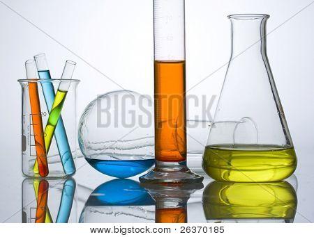 equipo de cristalería de laboratorio químico