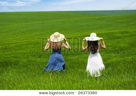 zwei Freunde genießen des frischen Luft