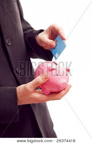 poupar dinheiro, empresário segurando o cofrinho e cartão de crédito