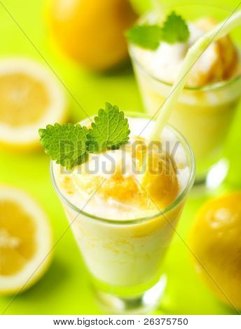 fruchtige Sommer cocktail