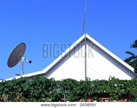 Roof With Antenna