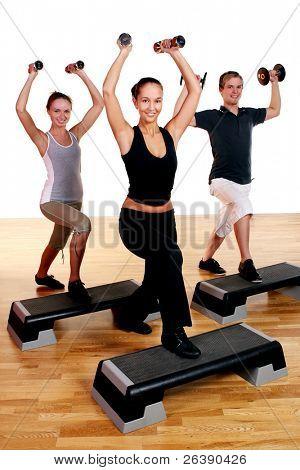 Grupo de personas haciendo ejercicio fitness