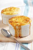 Cottage pie in the small stoneware bakers