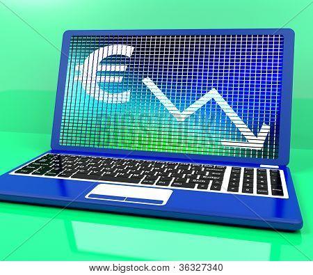 Euro com seta para baixo mostrando recessão e crise econômica