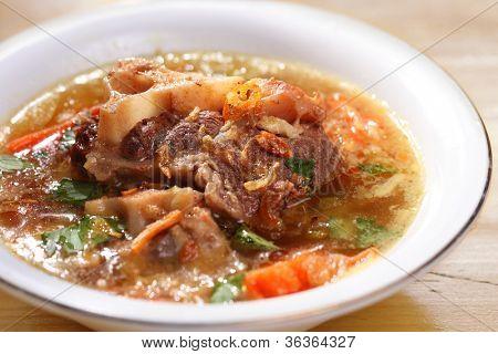 Sopa de oxtails famoso Indonésio