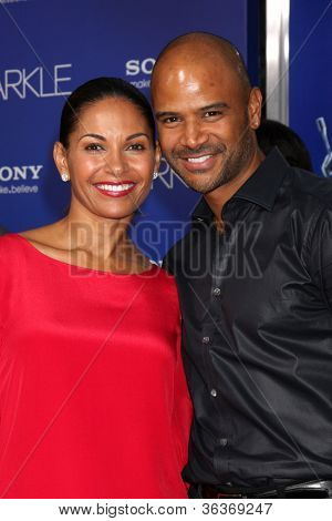 Los Angeles - AUG 16:  Salli Richardson-Whitfield, Dondre T Whitfield arrive at the
