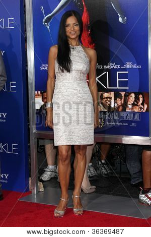 Los Angeles - AUG 16:  Victoria Rowell arrives at the