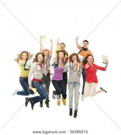 Gruppe lächelnd teenager zusammen springen und Blick in die Kamera, isolated on white
