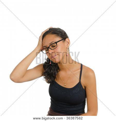 Uma menina segurando a cabeça dela. Isolado no branco. Linguagem corporal. Tédio. Tédio.