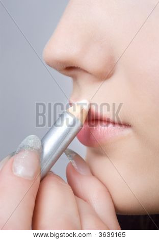 Making Up Lips Contour