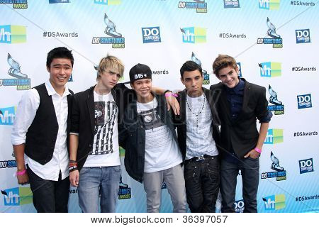 LOS ANGELES - AUG 19:  IM5 Band arrives at the 2012 Do Something Awards at Barker Hanger on August 19, 2012 in Santa Monica, CA
