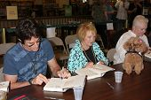 LOS ANGELES - AUG 18:  Ronn Moss, Lee Bell, Susan Flannery at the book signing for William Bell Biog