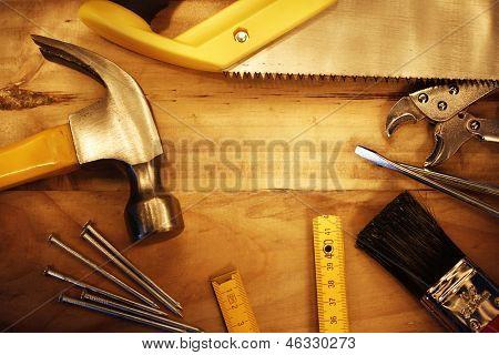 Una variedad de herramientas de madera. Espacio de publicidad