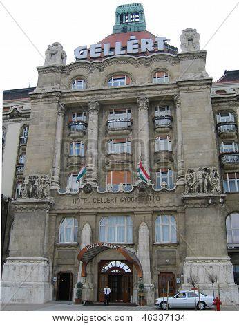 entrada do Hotel Palace Ellert virado para o Rio de Denube em Budapeste
