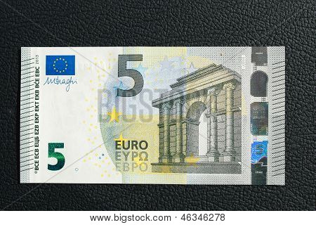 The New 2013 Five Euro Banknote
