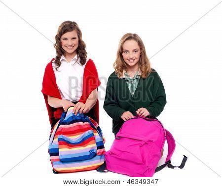 Descompactar o bolsa escola de garotas bonitas