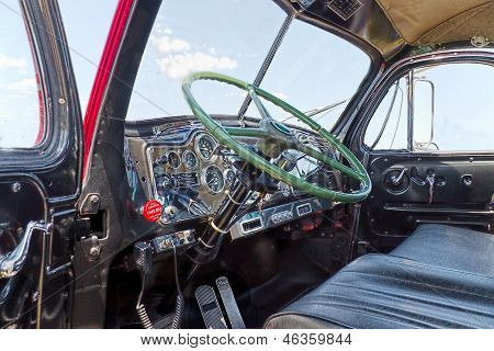 Mack B61 Interior