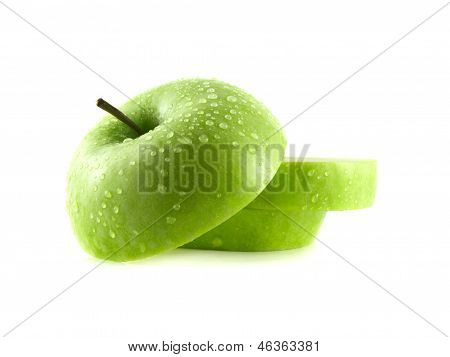 Isolated green apple slices with water drops