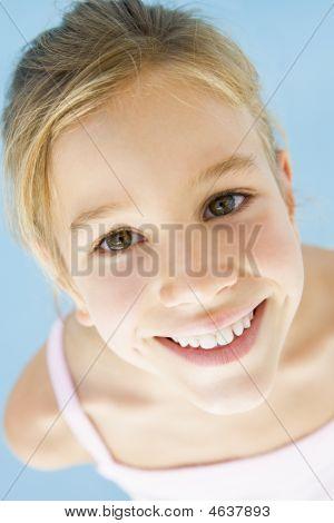 junges Mädchen lächelnd