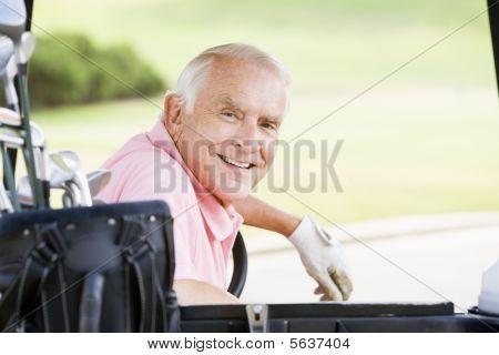 Retrato de um jogador de golfe masculino