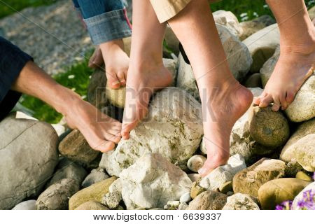 Healthy feet: on the stones