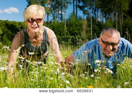 Mature couple doing sport - pushups