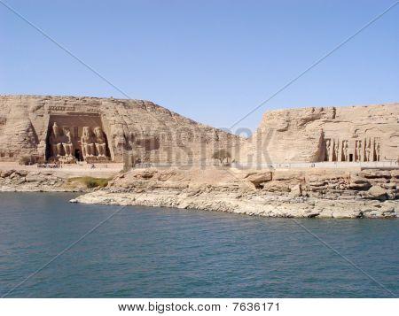 abou simbel and nefertari temples