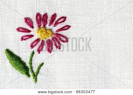 embroidered tablecloth to crochet with flowers