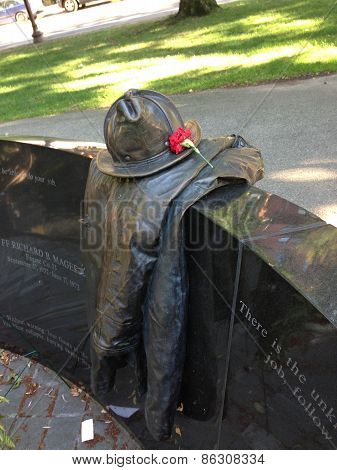 sculpture dedicated to hero