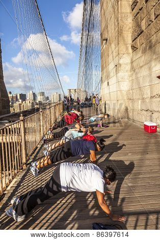 Push-up At Brooklyn Bridge In New York