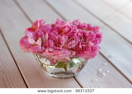roses in a glass bowl on the table