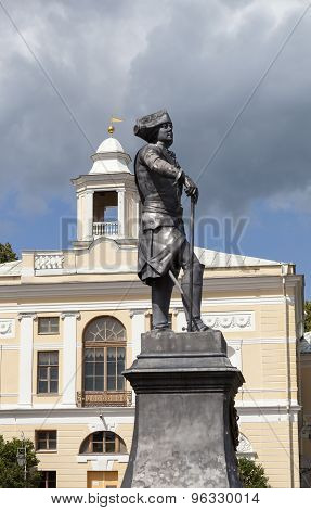 Monument to Paul I in Pavlovsk