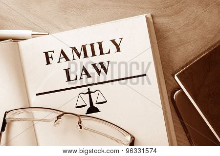 Note with words  family law.