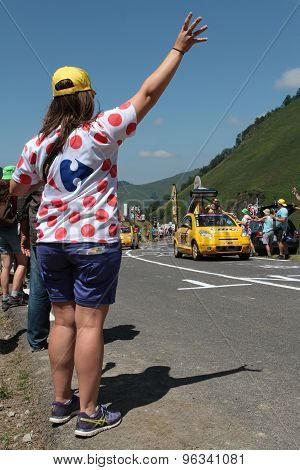 Looking at the caravan of Tour de France