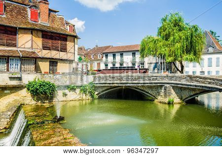 Salies-de-Bearn with an old house and a bridge.