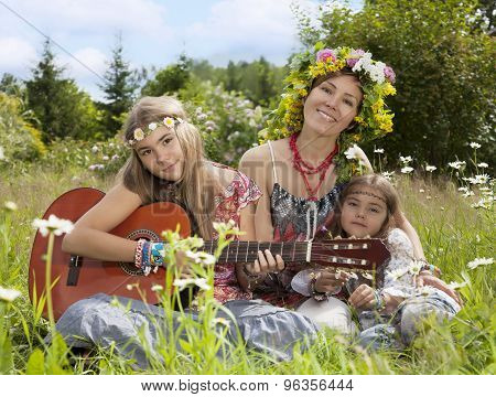 Beautiful Girls Of Hippie In The Field