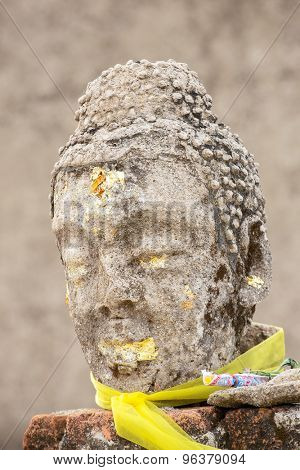 The old head of buddha at Kanchanaburi, Thailand / The old head of Buddha