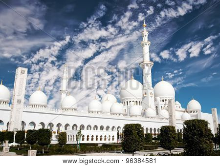 view of Sheikh Zayed mosque against sky in Abu Dhabi