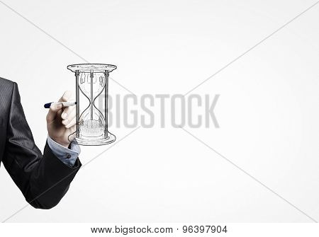 Close up of male hand drawing sandglass