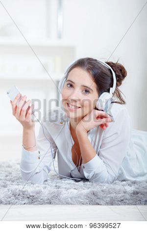 Music throuigh her phone