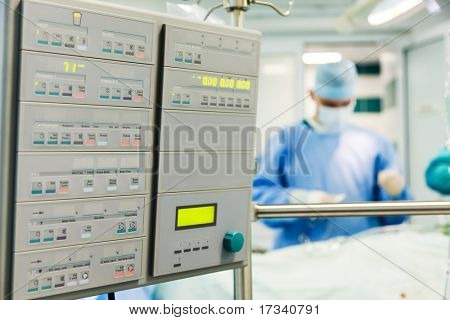 Cardiac surgery with cardiopulmonary bypass monitor