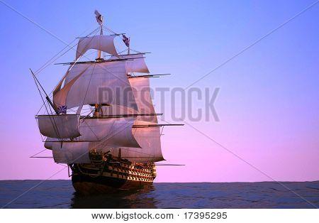 La antigua nave en el mar