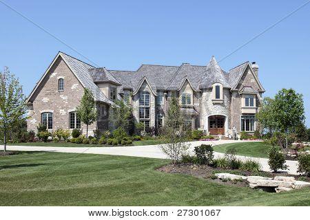 Ladrillo de gran lujo con torreta de piedra