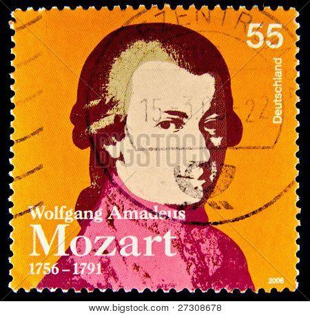 Alemanha - por volta de 2006: um selo imprimido na Alemanha mostra imagem de Wolfgang Amadeus Mozart e commemor